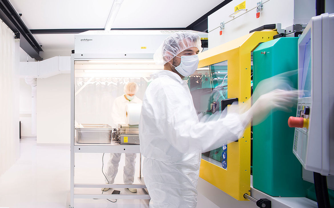 ISO-certified cleanroom at 1zu1