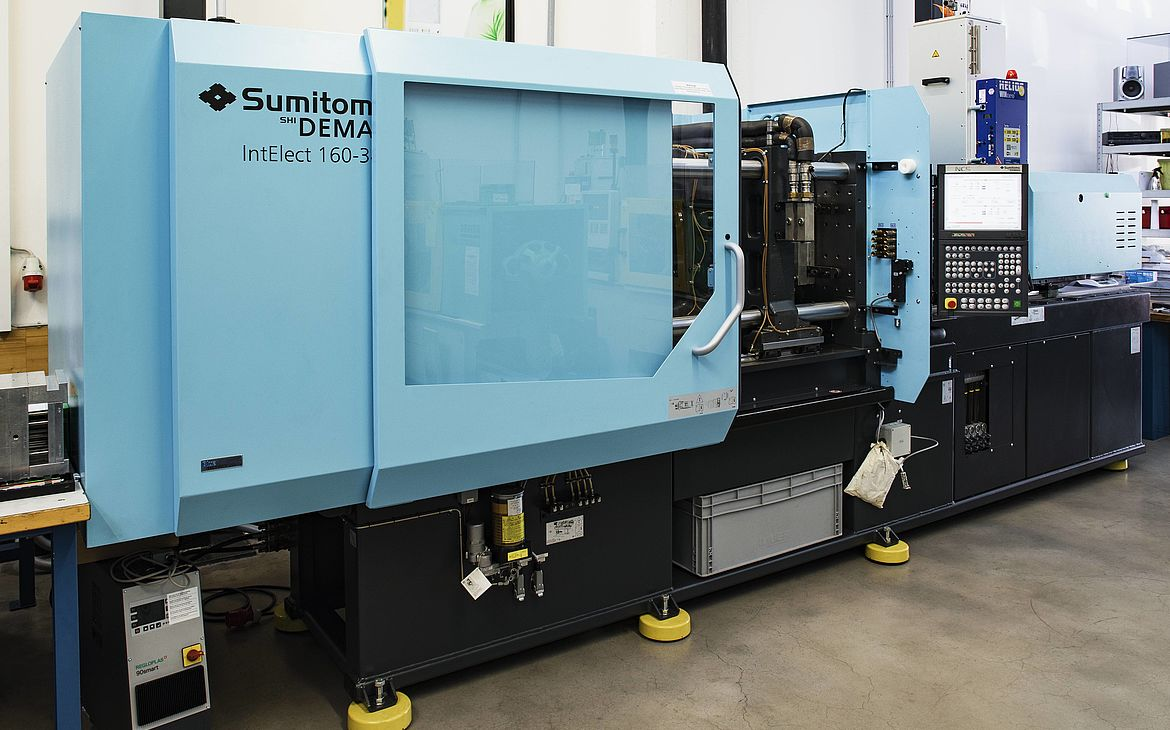 Plastic injection molding: Sumitomo (SHI) Demag IntElect 160/520-340